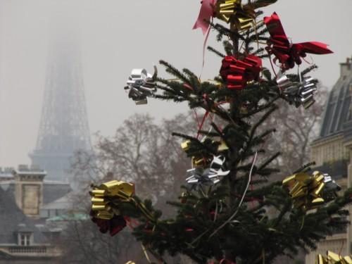 eiffel tower christmas 500x375 - A day in Paris, France - Pantheon & Saint-Germain