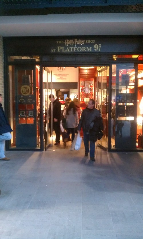 harry potter store kings cross 500x836 - A day in London, England