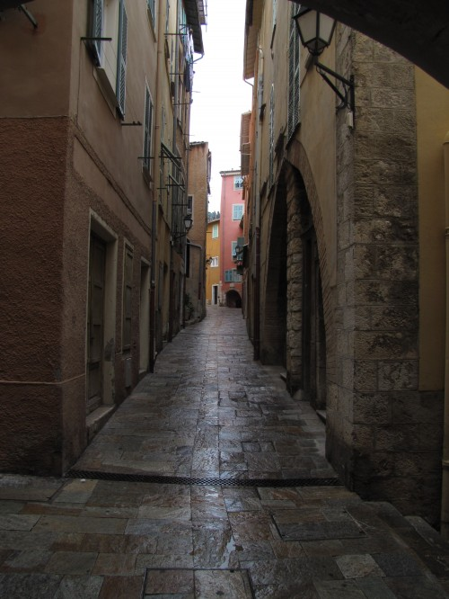 villefranche sur mer alleyway 500x666 - Exploring Nice, France and Nice to Rimini, Italy by train