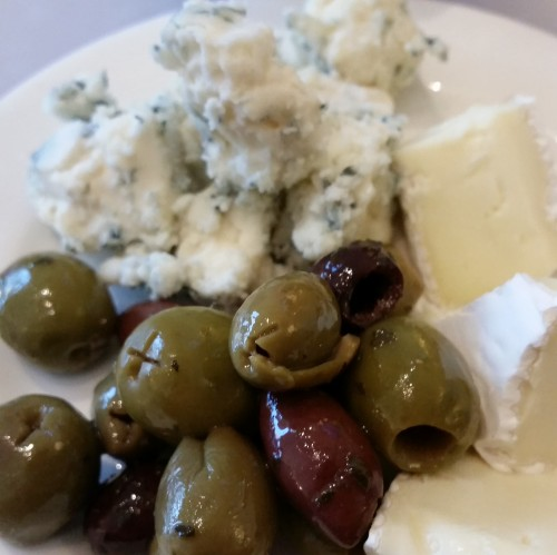 ba lounge sfo olives cheese 500x499 - British Airways First Class & Business Class Terraces Lounge San Francisco SFO Review