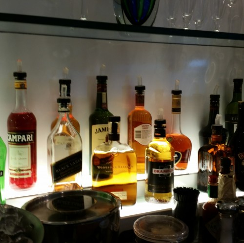 british airways lounge sfo liquor 500x499 - British Airways First Class & Business Class Terraces Lounge San Francisco SFO Review