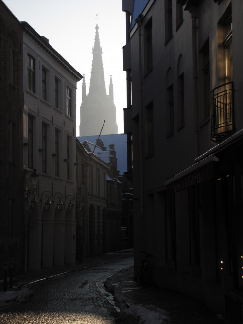 bruges narrow streets 500x666 - A day in Bruges, Belgium