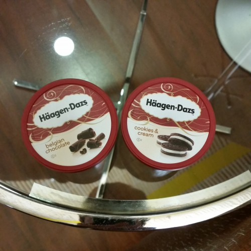 haagen dazs madrid airport 500x500 - Iberia Dali VIP Lounge Madrid Barajas MAD Review: Around The World