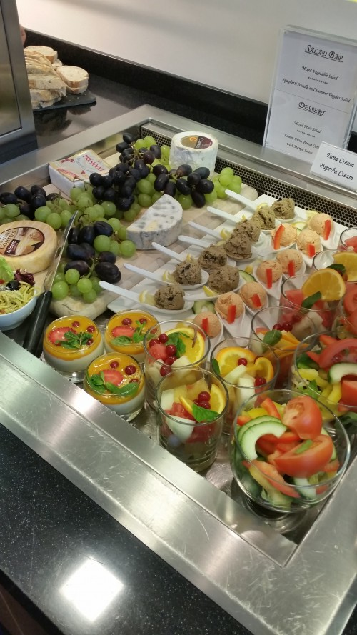 cathay pacific lounge frankfurt fruit cheese 500x889 - Cathay Pacific First Class & Business Class Lounge Frankfurt FRA Review