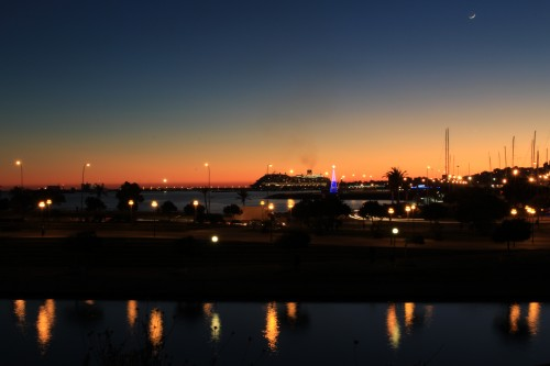 palma harbor at night 500x333 - Top 10 things to do in Palma de Mallorca, Spain: Around The World
