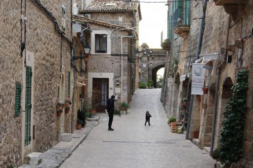 valldemossa-town-streets