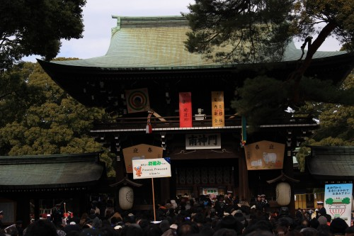meiji-shrine-new-years-crowds