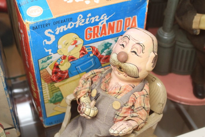battery operated smoking grandpa kitahara museum 700x467 - A day trip to Mt. Fuji & Kawaguchiko from Tokyo, Japan