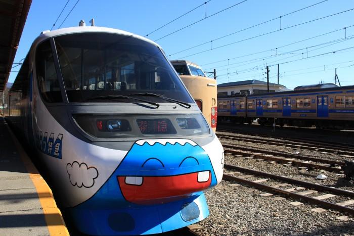 fujikyu train 700x467 - A day trip to Mt. Fuji & Kawaguchiko from Tokyo, Japan