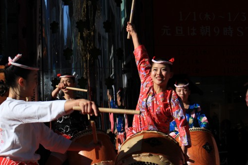 japan taiko drummers 500x333 - Exploring Shinjuku, Harajuku, & Shibuya + my first Ichiran ramen experience - Tokyo, Japan