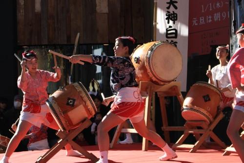 japanese girls drumming 500x333 - Exploring Shinjuku, Harajuku, & Shibuya - Tokyo, Japan