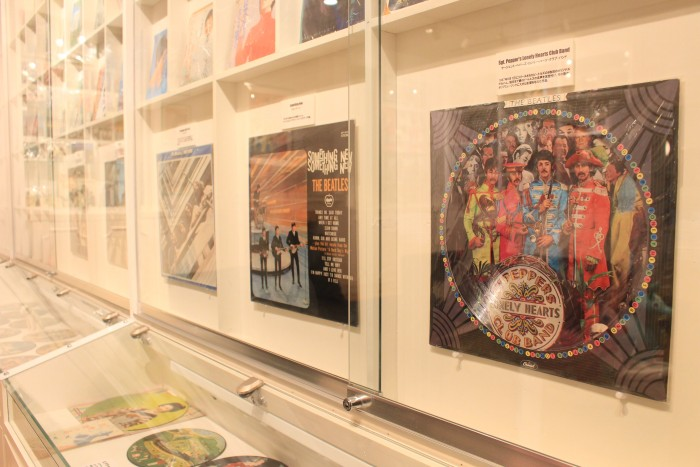 kawaguchiko kitihara museum happy days beatles 700x467 - A day trip to Mt. Fuji & Kawaguchiko from Tokyo, Japan