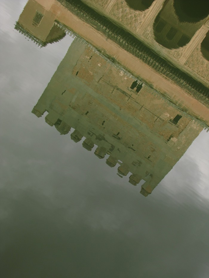 la alhambra reflection court myrtle 700x933 - Photo of the Day: Reflections of La Alhambra, Grenada, Spain