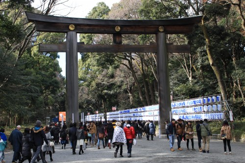 meiji shrine entrance 500x333 - A New Year Hatsumode visit to Meiji Jingu shrine in Tokyo, Japan
