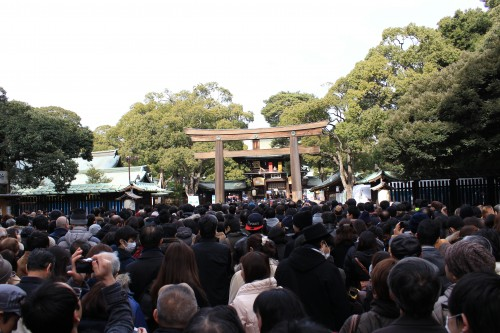 meiji shrine new years crowds 500x333 - A New Year Hatsumode visit to Meiji Jingu shrine in Tokyo, Japan