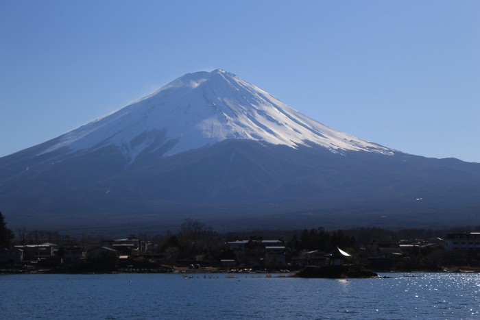 mt fuji lake kawaguchiko 700x467 - Travel Contests: November 14, 2018 - Japan, Barbados, Tahiti, & more