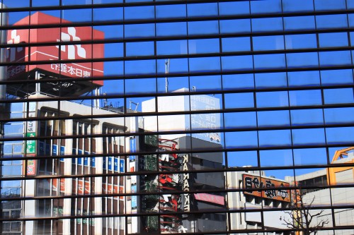 shibuya tokyo reflections buildings 500x333 - Exploring Shinjuku, Harajuku, & Shibuya + my first Ichiran ramen experience - Tokyo, Japan