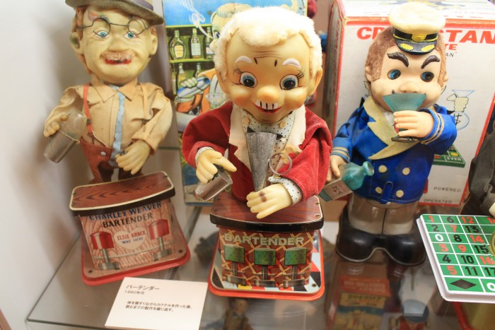 tin bartenders kitahara museum 700x467 - A day trip to Mt. Fuji & Kawaguchiko from Tokyo, Japan