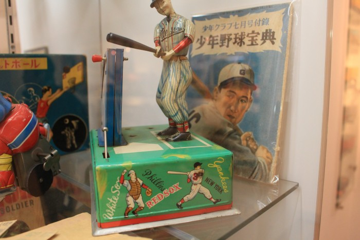 tin baseball toy kitihara museum 700x467 - A day trip to Mt. Fuji & Kawaguchiko from Tokyo, Japan