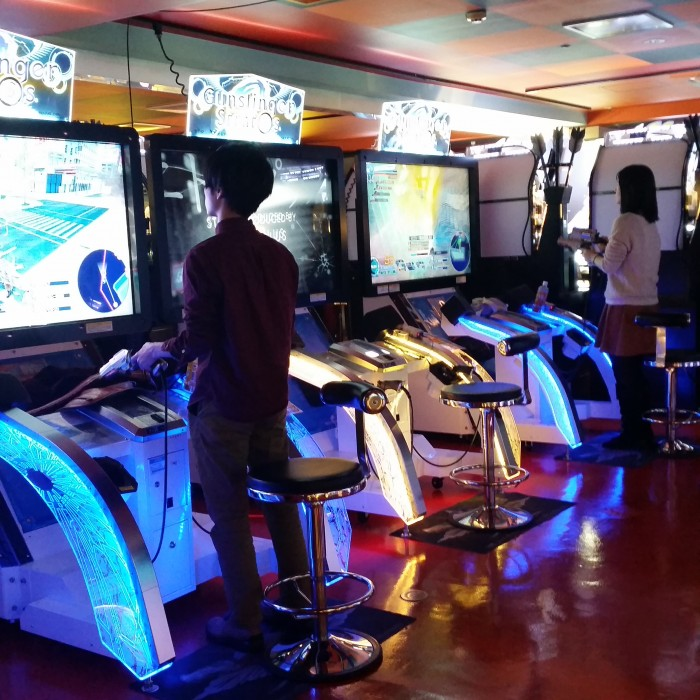 gunslinger stratos arcade 700x700 - Exploring the toilets, arcades, & Robot Restaurant in Shinjuku - Tokyo, Japan