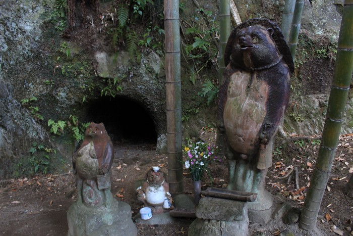 jochi ji wood animal carvings 700x467 - A day trip to Kamakura from Tokyo, Japan