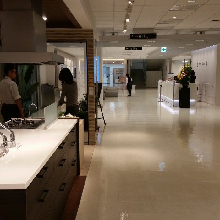 toto showroom tokyo 700x700 - Exploring the toilets, arcades, & Robot Restaurant in Shinjuku - Tokyo, Japan