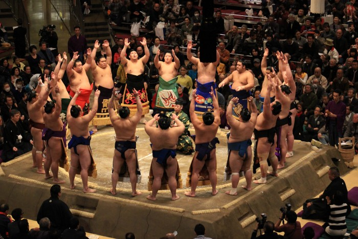 dohyo iri sumo 700x467 - Attending the Grand Sumo Tournament in Tokyo, Japan