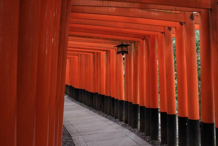 fushimi inari 700x467 - A visit to Ryoanji Temple, Kinkaku Temple, & Fushimi Inari Shrine + eating takoyaki & okonomiyaki in Kyoto, Japan
