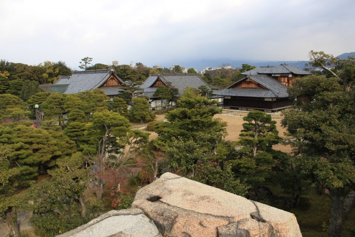 honmaru palace 700x467 - A visit to Imperial Palace, Philosopher's Walk, Ginkakuji Temple + eating at one of the world's oldest restaurants in Kyoto, Japan