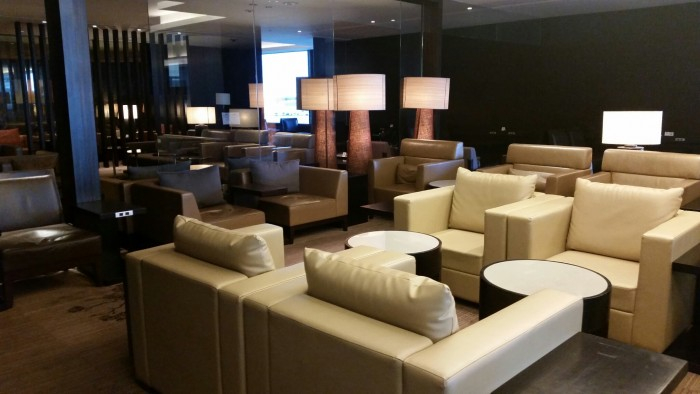 jal first class lounge 700x394 - Japan Airlines First Class Lounge Tokyo Narita NRT review