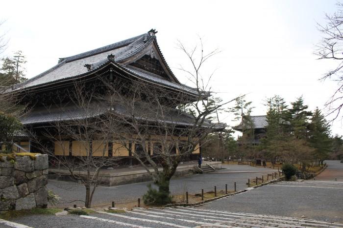 nanzen ji 700x467 - A visit to Imperial Palace, Philosopher's Walk, Ginkakuji Temple in Kyoto, Japan