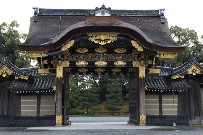 nijo castle karamon gate 700x467 - A visit to Imperial Palace, Philosopher's Walk, Ginkakuji Temple + eating at one of the world's oldest restaurants in Kyoto, Japan