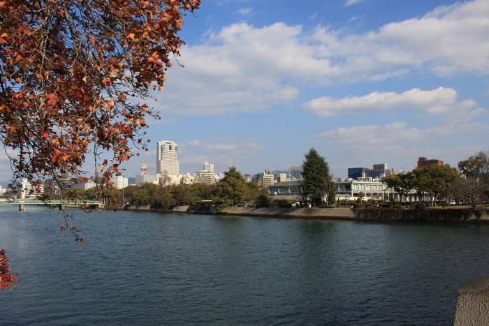 ota river heiwakinen park 700x467 - A day trip to Hiroshima from Kyoto, Japan