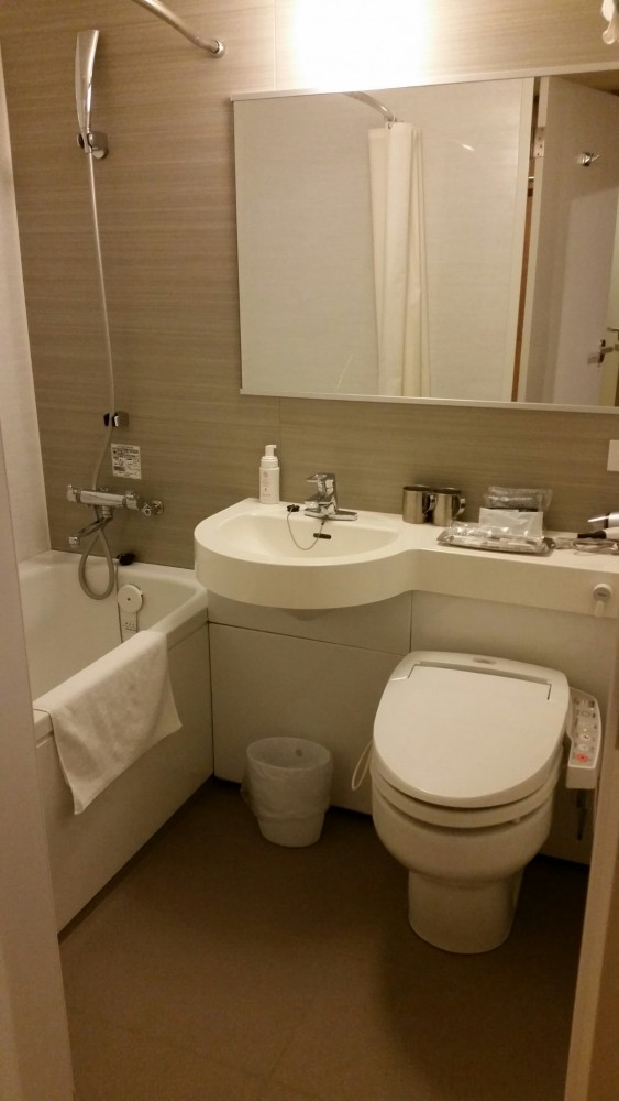sakura terrace bathroom 563x1000 - Sakura Terrace Kyoto hotel review: Around The World