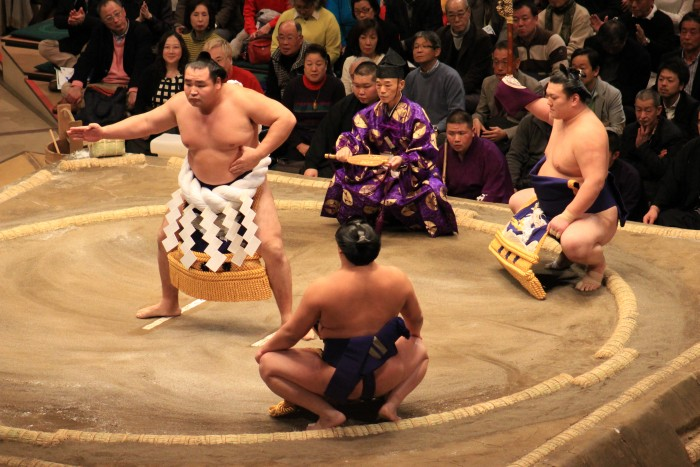 sumo ceremony 700x467 - Attending the Grand Sumo Tournament in Tokyo, Japan