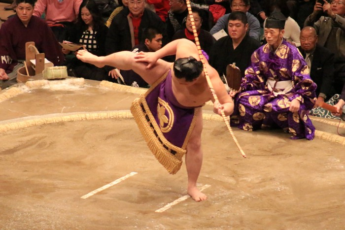 sumo closing ceremony 700x467 - Attending the Grand Sumo Tournament in Tokyo, Japan