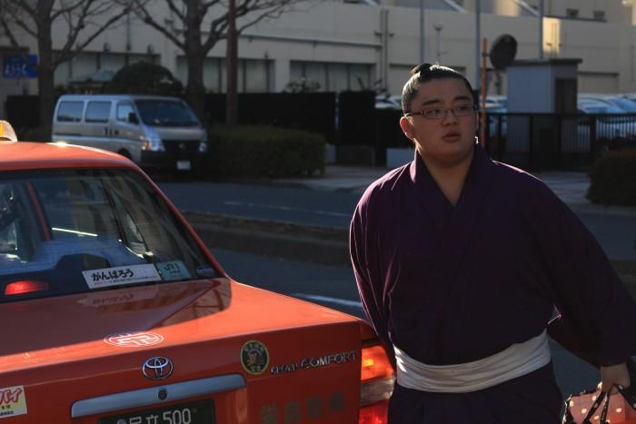 sumo-wrestler-taxi