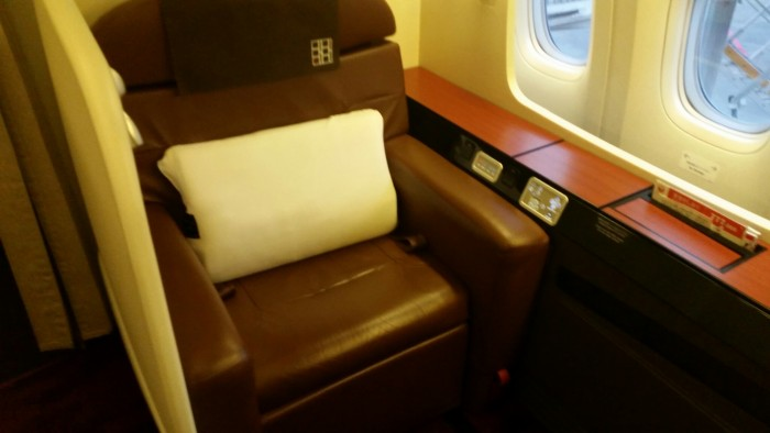 jal first class seat 700x394 - Japan Airlines First Class Suite 777-300ER Tokyo Narita NRT to Los Angeles LAX review