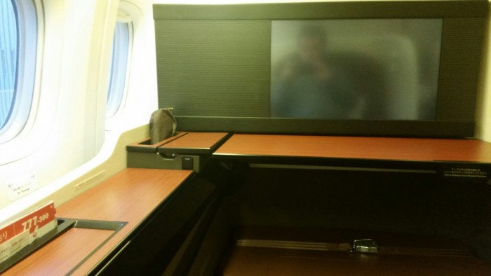 jal-first-class-suite-screen