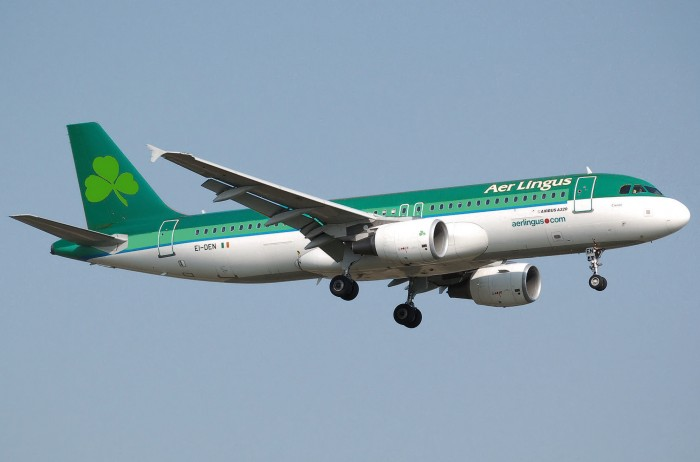 aer lingus plane 700x462 - Passenger who died after biting man on Aer Lingus flight had 2 lbs of cocaine in stomach