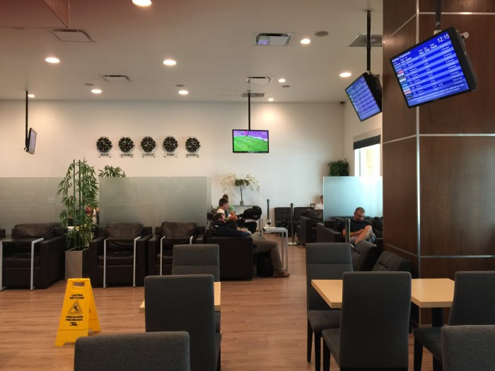 cancun airport lounge 700x525 - Mera Business Lounge Terminal 2 Cancun CUN review