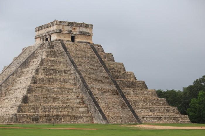 el castillo 700x467 - 24 hours in Cancun, Mexico – A trip to Chichen Itza