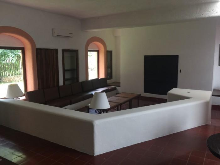 hotel chichen itza lounge 700x525 - Hotel Villas Arqueologicas Chichen Itza, Mexico review