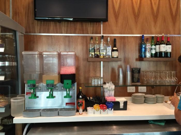lounge cancun airport terminal 2 700x525 - Mera Business Lounge Terminal 2 Cancun CUN review