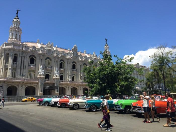 classic cars cuba 700x525 - Top 10 things to do in Havana Vieja, Cuba