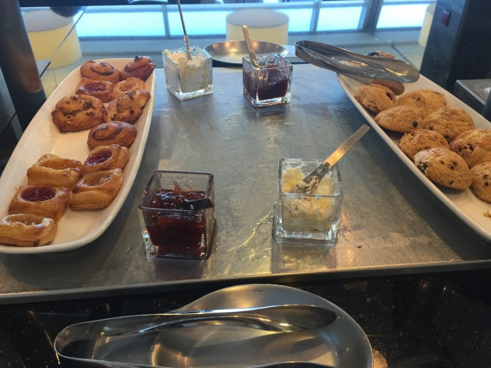 flagship lounge jfk snacks 700x525 - American Airlines Flagship Lounge New York JFK review