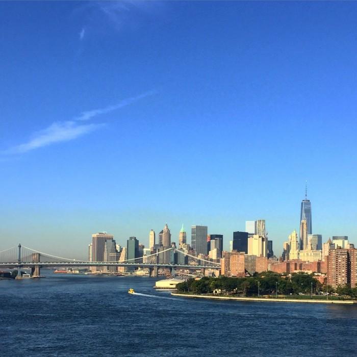 new york skyline from williamsburg bridge 700x700 - A quick layover in New York City from JFK airport