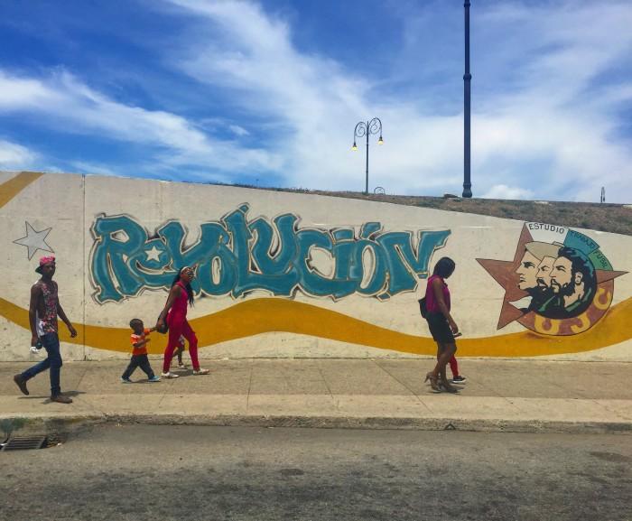 revolucion mural havana 700x577 - A guide to visiting Fusterlandia in Havana, Cuba