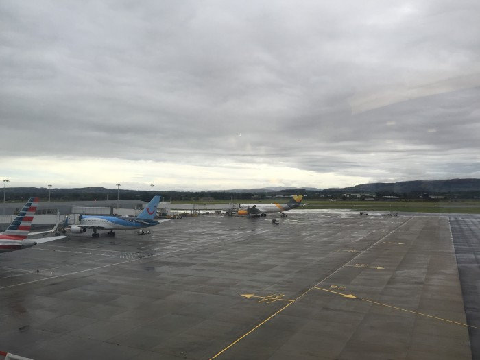 upperdeck lounge glasgow view 700x525 - Upperdeck Airport Lounge Glasgow GLA review