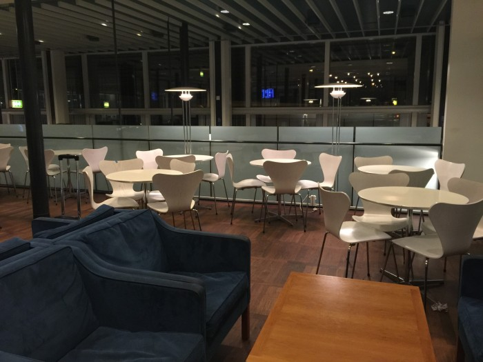 aviator lounge copenhagen seats 700x525 - Aviator Airport Lounge - Copenhagen CPH review